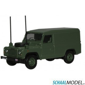 Land Rover Defender 110 Military 1:76 Groen